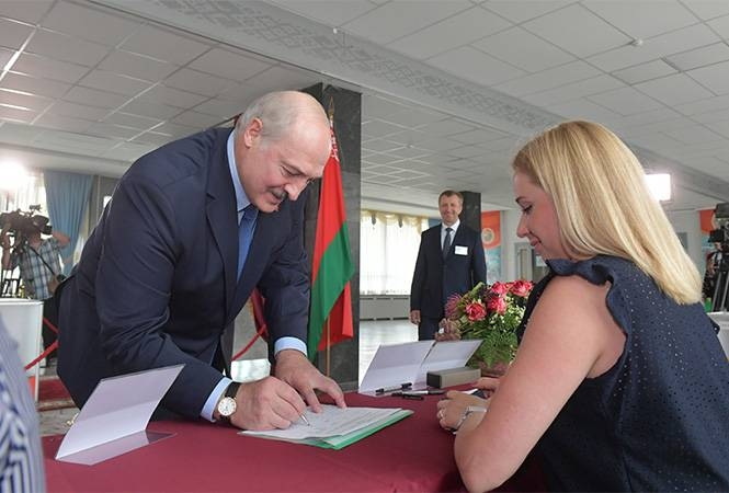Lukashenka played the favorite of the people